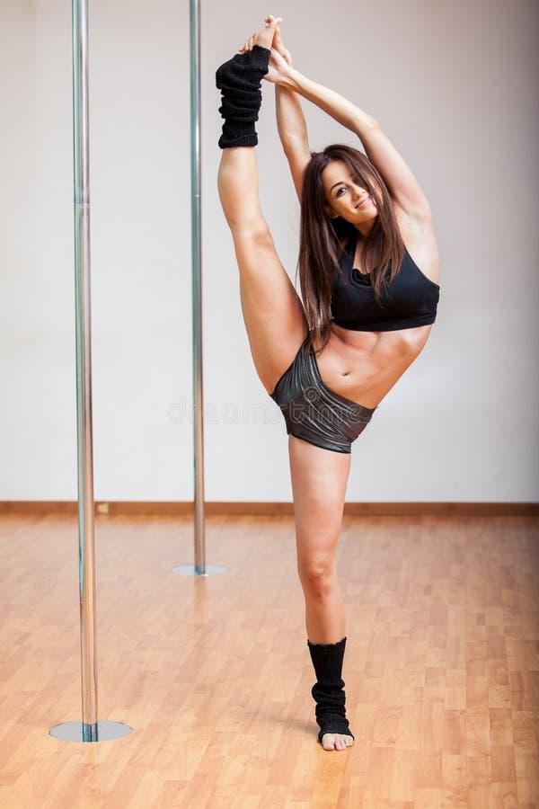 Иметь потеху в классе фитнеса поляка стоковая фотография rf