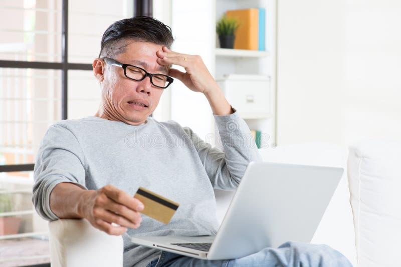Иметь тревогу пока онлайн оплата стоковая фотография rf