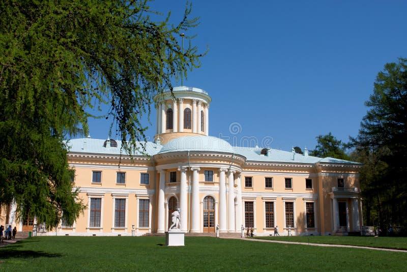 Download имущество arkhangelskoye стоковое изображение. изображение насчитывающей фасад - 18383147