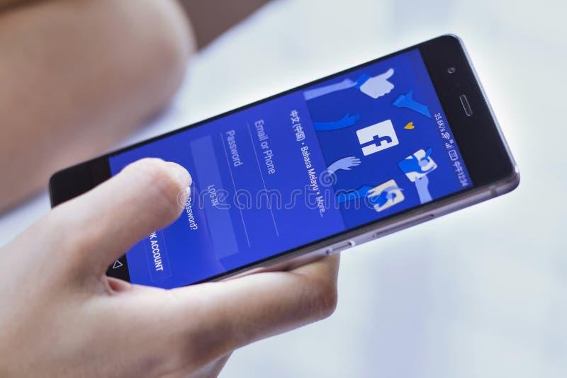 Имя пользователя Facebook на smartphone стоковое изображение