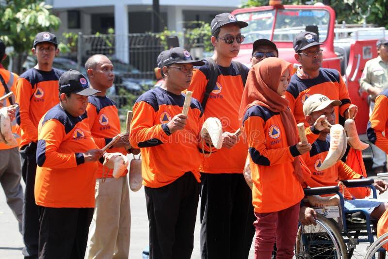Инвалиды вызываются добровольцем стоковое фото rf