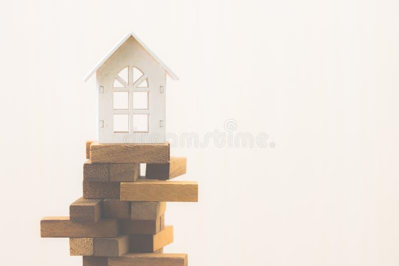 Инвестиционный риск и неопределенность в рынке недвижимости недвижимости стоковые фотографии rf