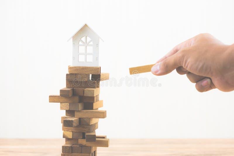 Инвестиционный риск и неопределенность в рынке недвижимости недвижимости стоковая фотография rf