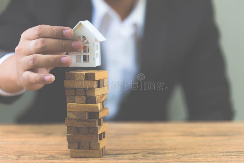 Инвестиционный риск и неопределенность в рынке недвижимости недвижимости стоковое фото rf