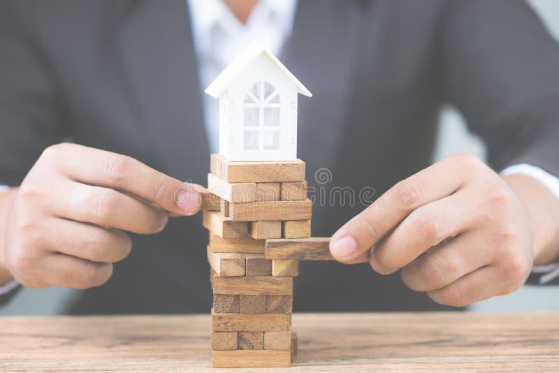 Инвестиционный риск и неопределенность в рынке недвижимости недвижимости стоковые изображения rf