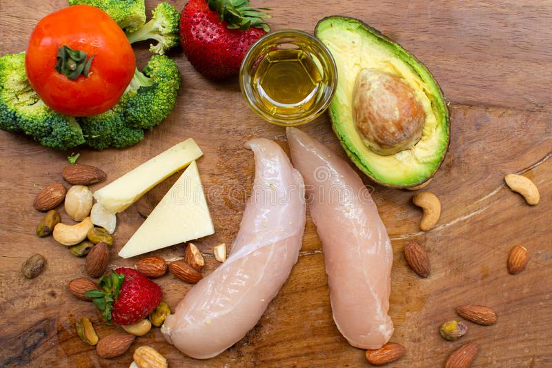 Ингредиенты диеты Keto на деревянной предпосылке стоковая фотография rf