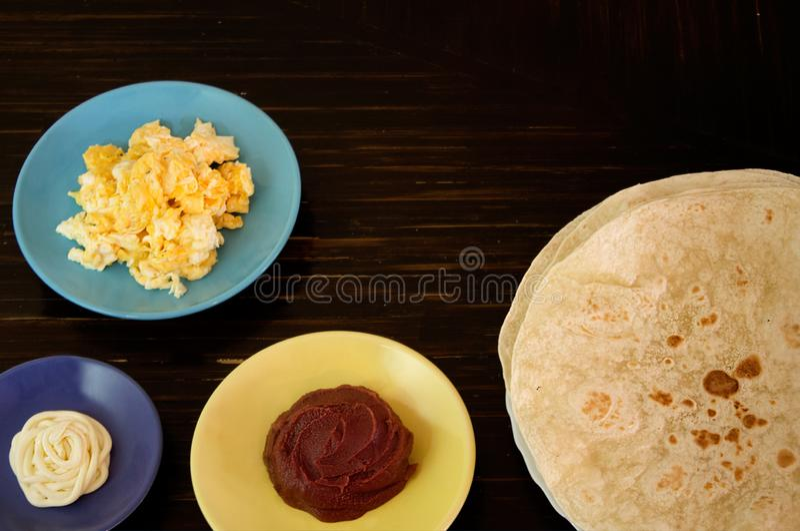 Ингредиенты для буррито или baleada стоковые фото