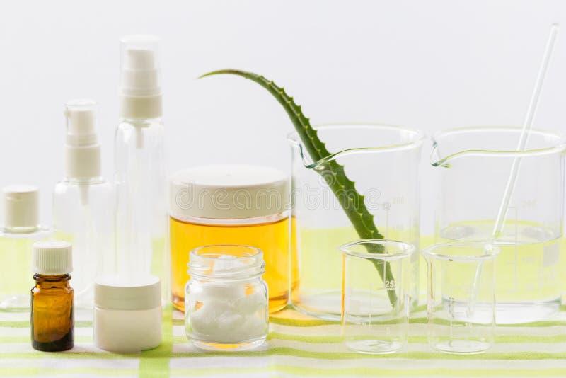 Ингридиенты для продукции естественных косметик красоты, конца-вверх стоковое фото