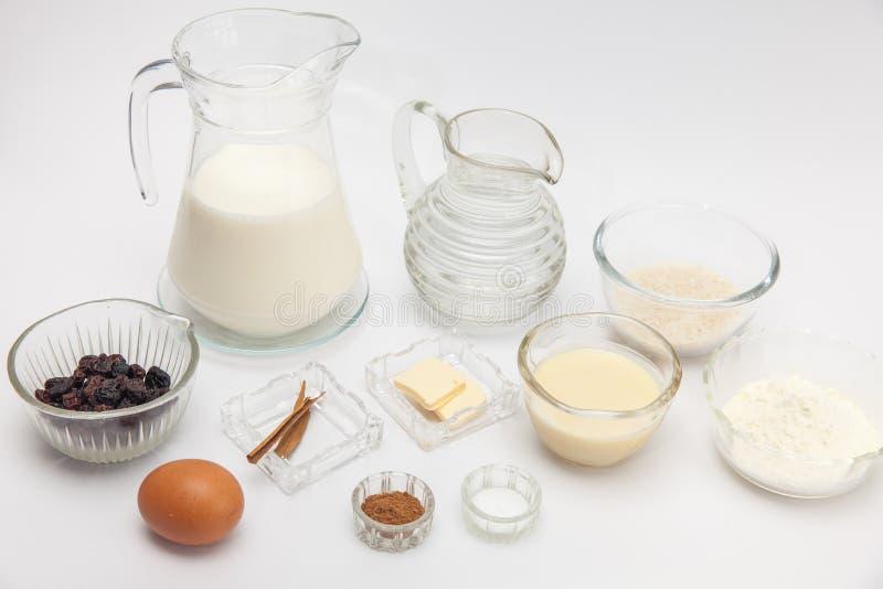 Ингридиенты для сладостного рисового пудинга стоковое фото