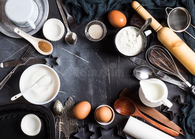 Ингридиенты кухни выпечки подготовки для варить рамку стоковое изображение