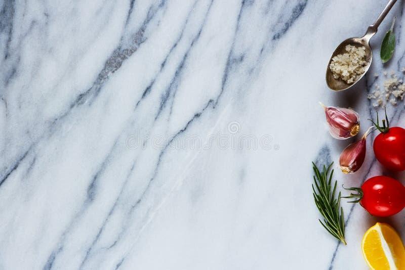 Ингридиенты на мраморной текстуре стоковая фотография rf