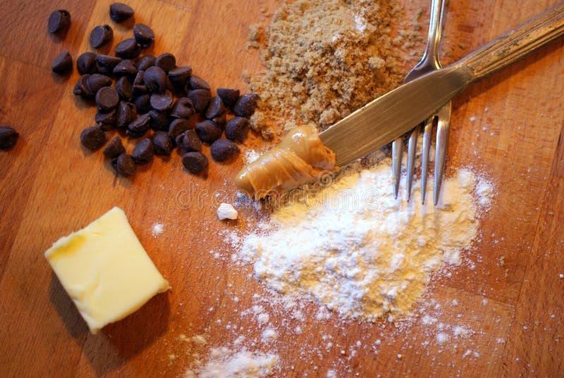 Ингридиенты печений арахисового масла обломока шоколада стоковые изображения
