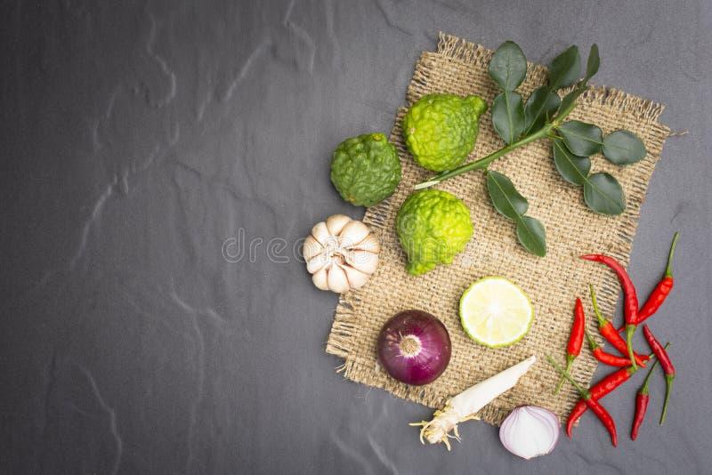 Ингридиент или сырцовая еда для тайской еды Как Том-Yum-Kung и карри стоковые изображения