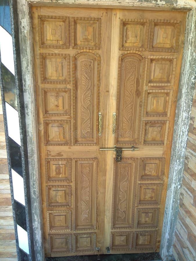Индийская деревянная дверь стоковое фото