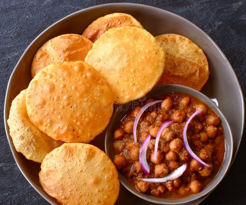 Индийская еда vegan - Chole Puri стоковая фотография