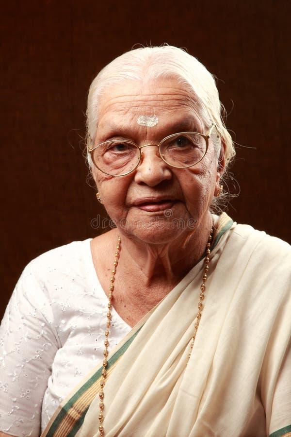 индийская старшая женщина стоковое фото