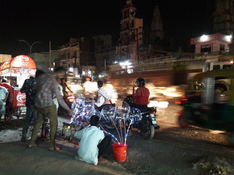 Индийские бедные человеки рынка тропы стоковые фото