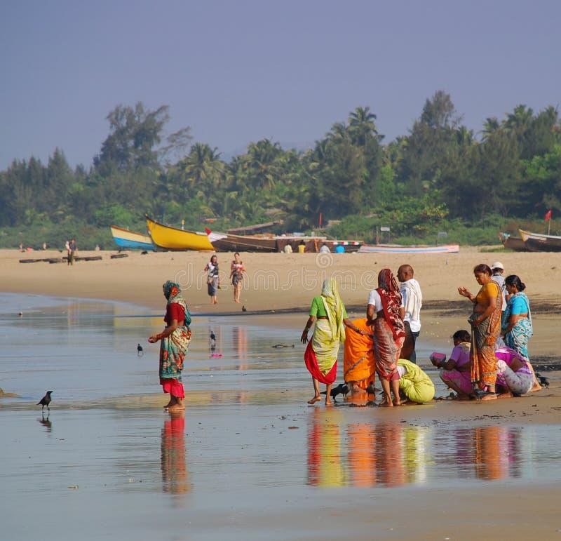 Индийские люди на пляже на Gokarna стоковые изображения rf