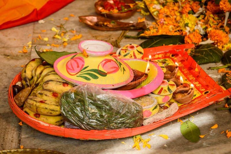 Индийские пары индейца ритуалов свадьбы стоковая фотография