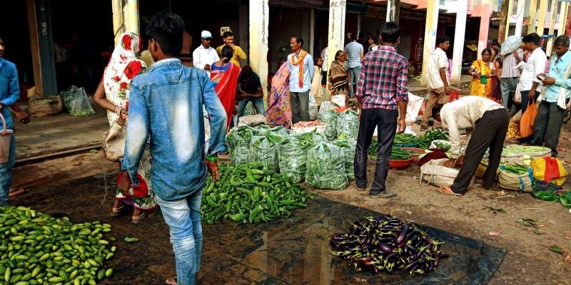 Индийские свежие сжатые зеленые бакалеи на рынке фермеров стоковая фотография