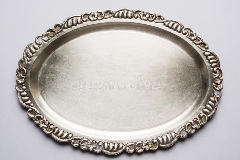 Индийские традиционные серебряные металлическая пластина или поднос или экран стоковая фотография