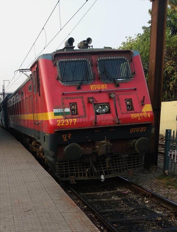 Индийский локомотивный класс WAP-4 & x28; engine& x29 поезда; стоковые фотографии rf