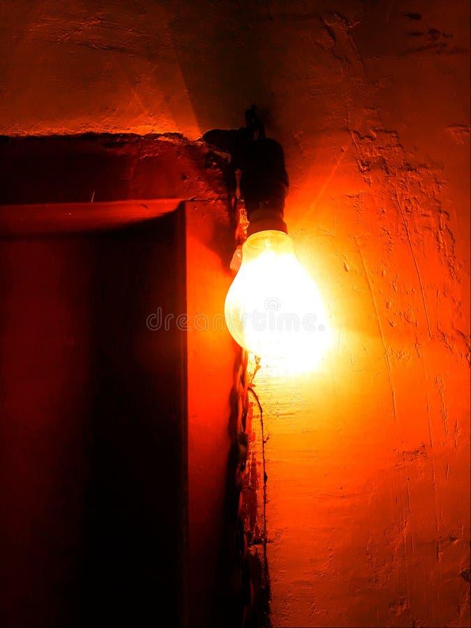 Индийский шарик молнии вися перед дверью стоковое изображение