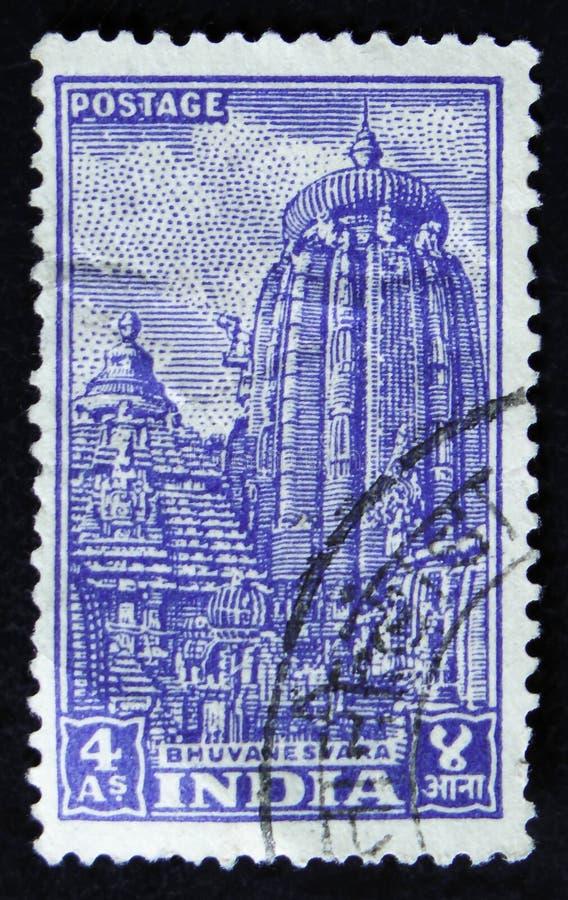 Индийский штемпель почтового сбора показывает висок Ananta Vasudeva, Bhuvanesvara, около 1951 стоковое фото
