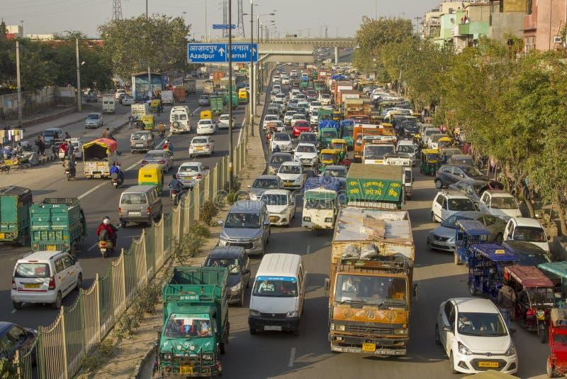 Индийское движение разнообразных перевозки и городского транспорта, вида с воздуха стоковые фото
