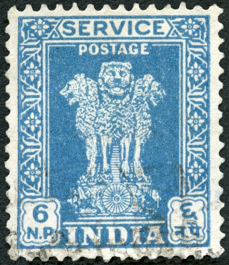 ИНДИЯ - 1948: показывает столицу льва Ashoka стоковые изображения