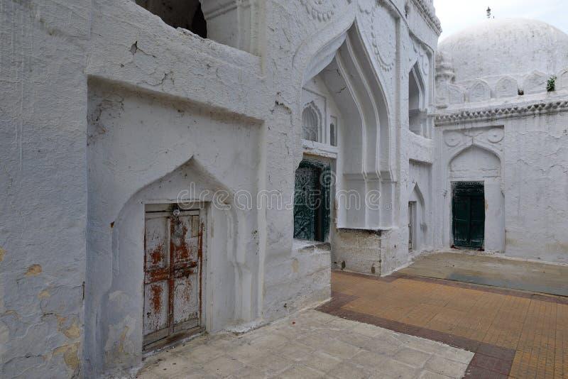 Индия, Gulbarga, усыпальница Gumbad Haft стоковые фотографии rf