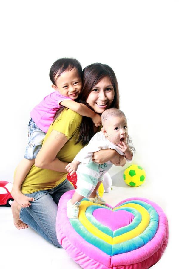 индонеец семьи счастливый стоковое изображение rf