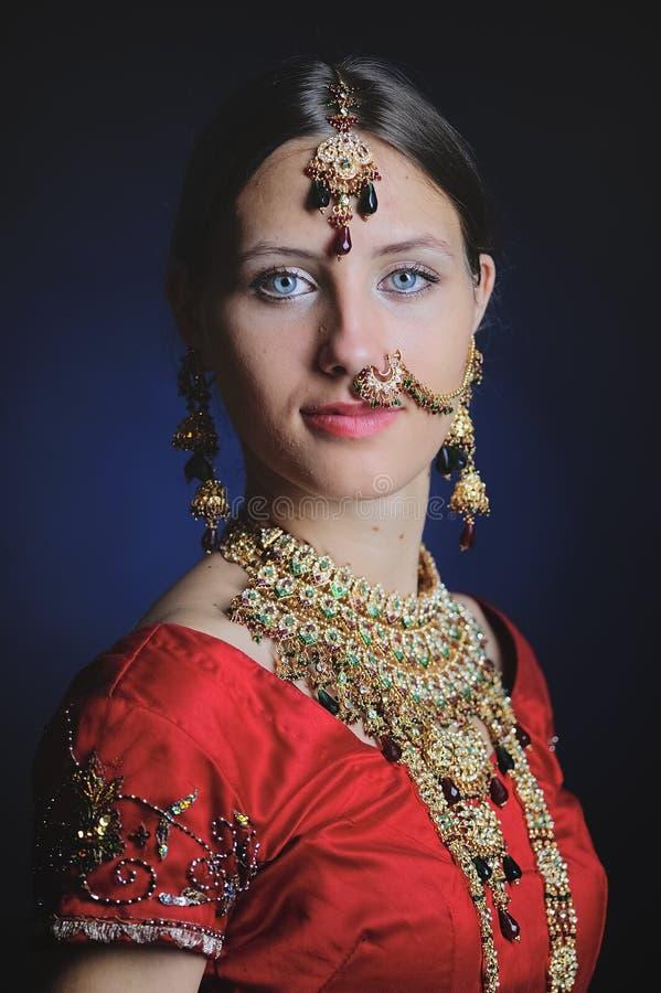Индусская невеста готовая для замужества стоковые фото