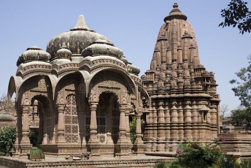 Download индусское Mandore Индии Jodhpur около виска Стоковое Изображение - изображение насчитывающей перемещение, висок: 17609469