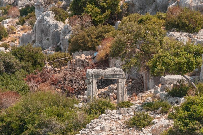 индюк среднеземноморские coastRuins древнего города Kekova разрушенные землетрясением стоковое фото