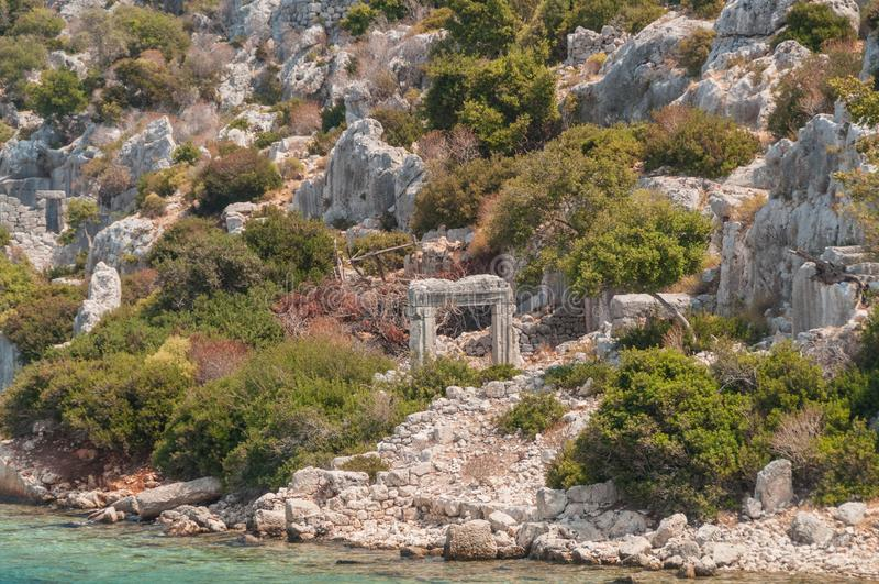 индюк среднеземноморские coastRuins древнего города Kekova разрушенные землетрясением стоковая фотография