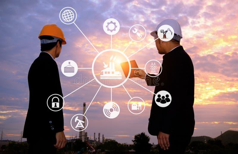 2 инженера планируют проект стоковые изображения rf