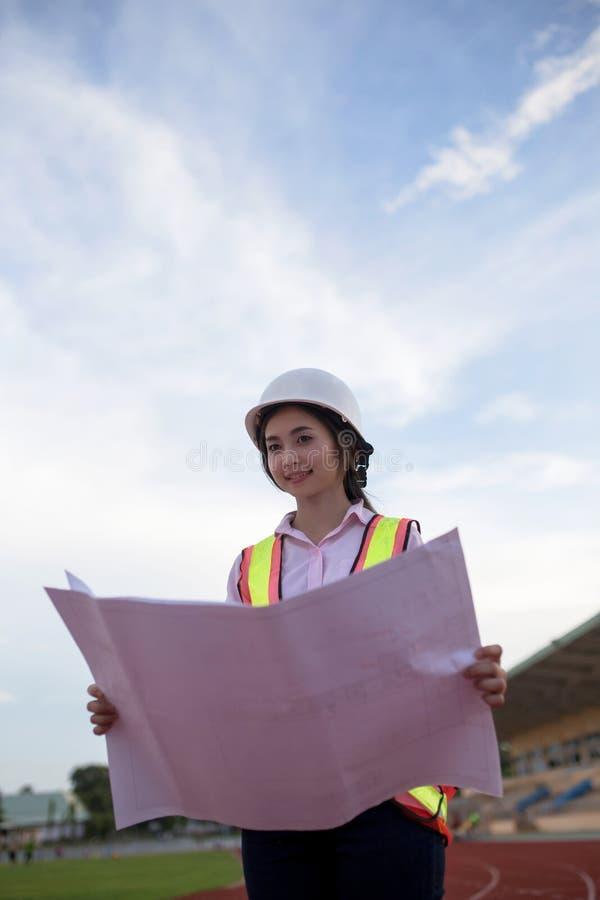 Инженерство женщины стоковая фотография rf