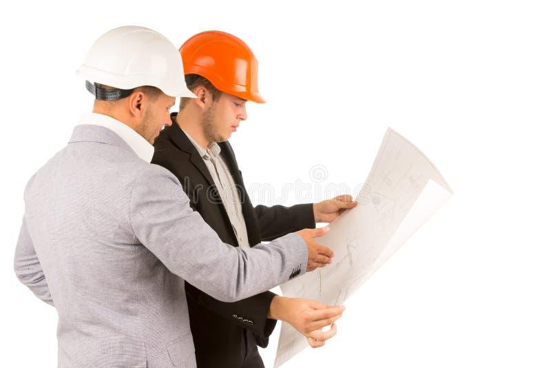 2 инженеры или архитектора обсуждая план стоковое фото