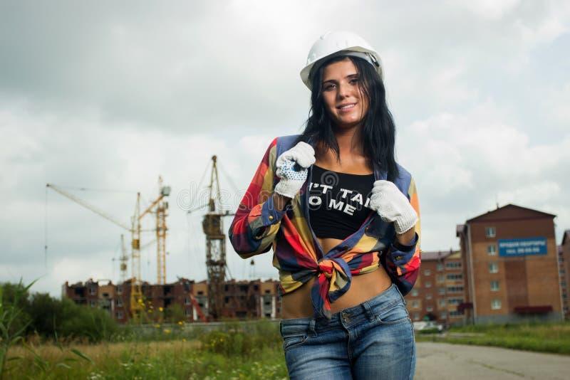 Инженер по строительству и монтажу на строительной площадке стоковые фотографии rf