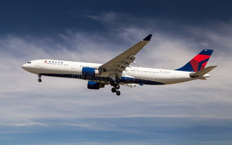 линии перепада airbus воздуха a330 стоковая фотография rf