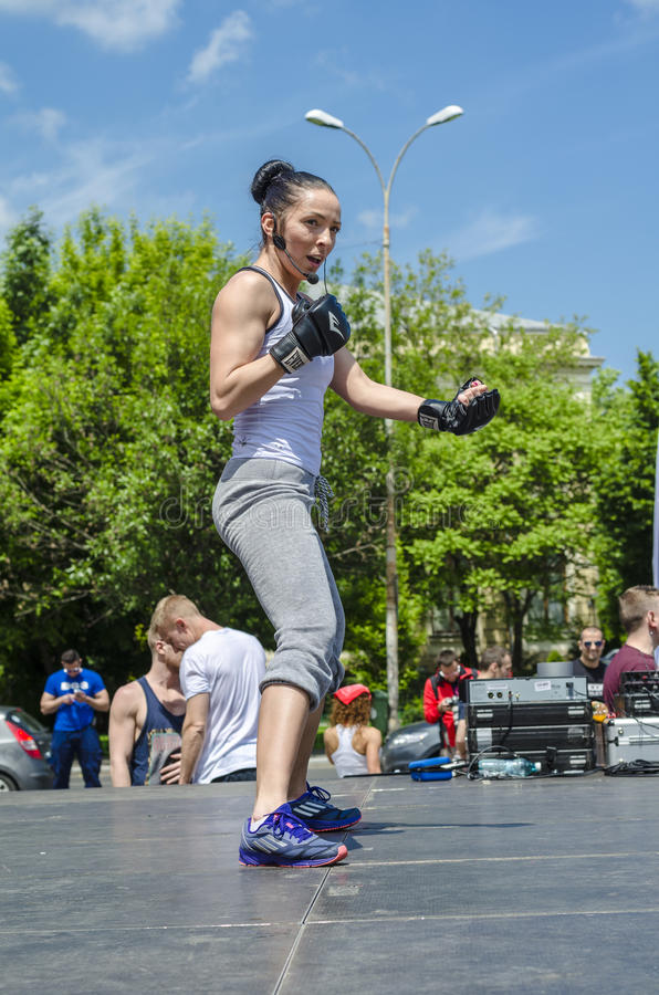 Инструктор женщины фитнеса стоковая фотография rf