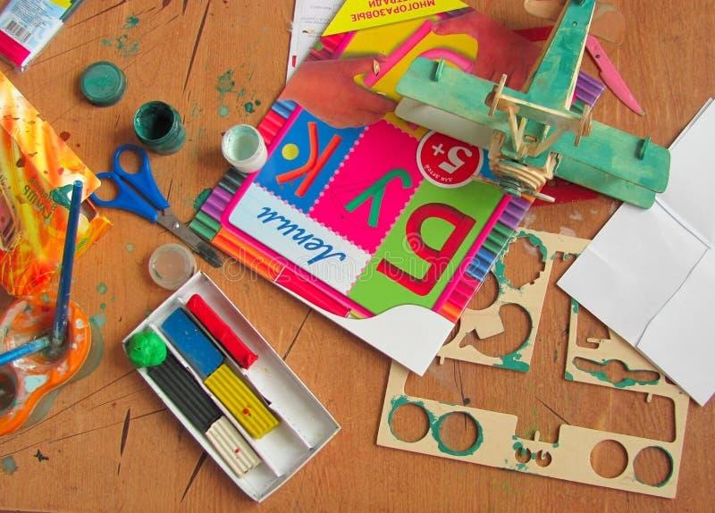 инструменты детей s искусства стоковые изображения
