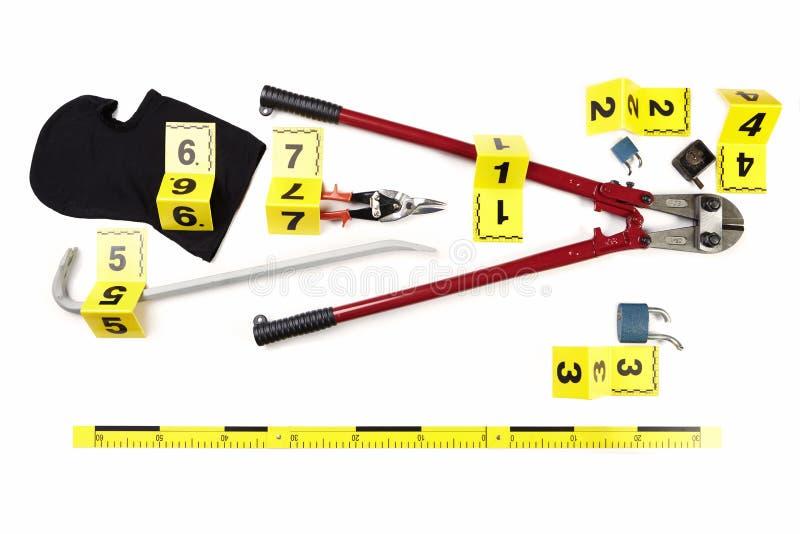 Инструменты для нарезания болтов, балаклава, плоскогубцы и другие упорки ограбления документированные как доказательство злодеяни стоковое изображение rf