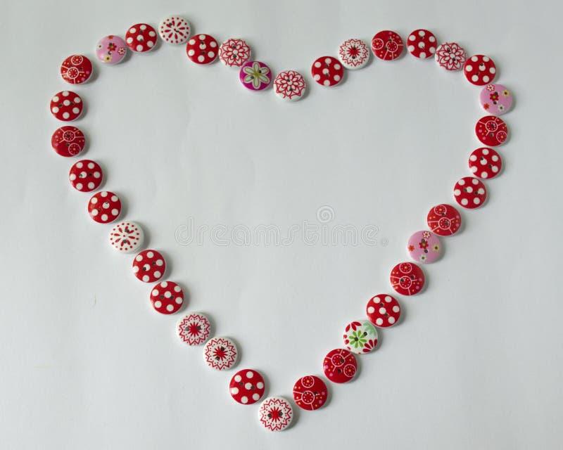 инструменты для шить и needlework t пестротканый шить поток сердце кнопок стоковые фотографии rf