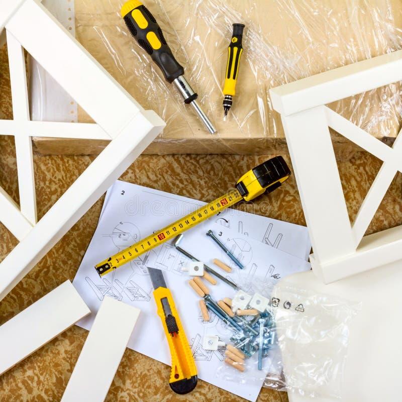 Инструменты, инструкции и детали для мебели собрания стоковое изображение rf