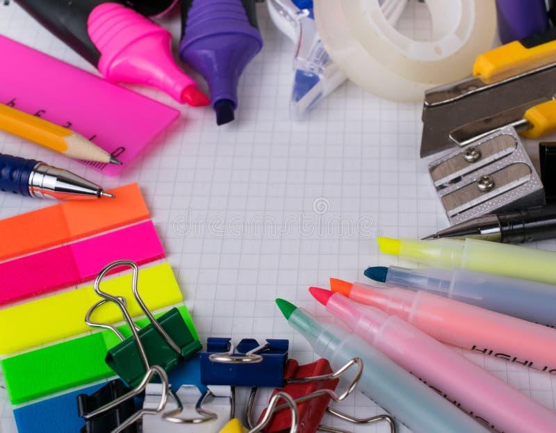 Инструменты и канцелярские принадлежности офиса стоковое фото rf