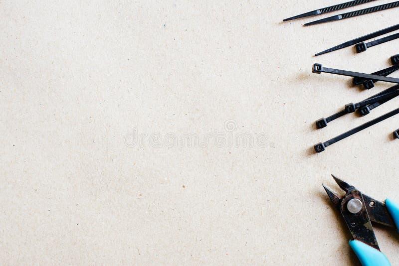 Инструменты и компоненты для электрических установки, муфт и резцов провода установьте текст стоковые изображения