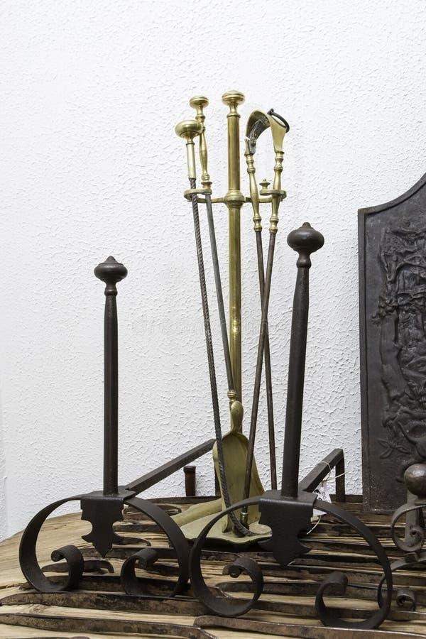 Инструменты камина стоковые фото