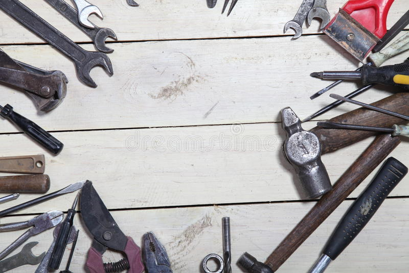 Инструменты конструкции для ремонта бьют отвертку молотком стоковое фото